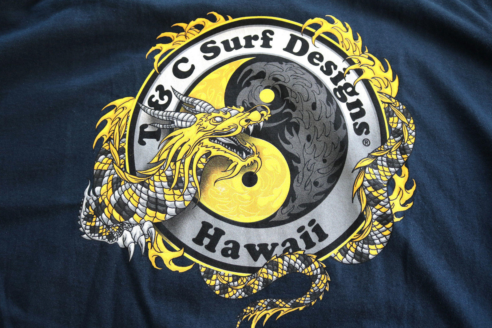 NWT T&C Town and Country Surf Designs Hawaii T Shirt 2XL Blue Navy Dragon Logo